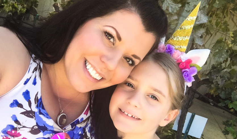Photograph of Appen freelancer smiling with her daughter